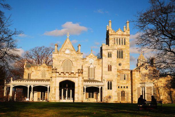 Monet Yhdysvaltain linnoista sijaitsevat Lyndhurst Castlen tapaan New Yorkin osavaltiossa.