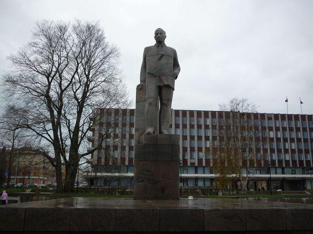 Otto Wille Kuusisen patsas Petroskoissa