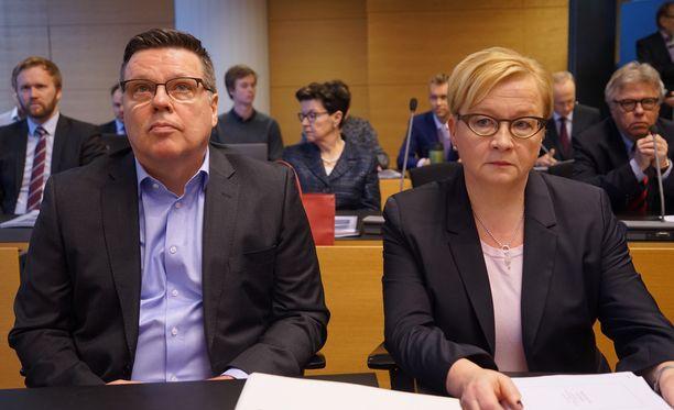 Aarnion asianajajan Riitta Leppiniemen mukaan Aarnio sai tiedon tuomiosta aamupäivällä puoli yhdeltätoista.