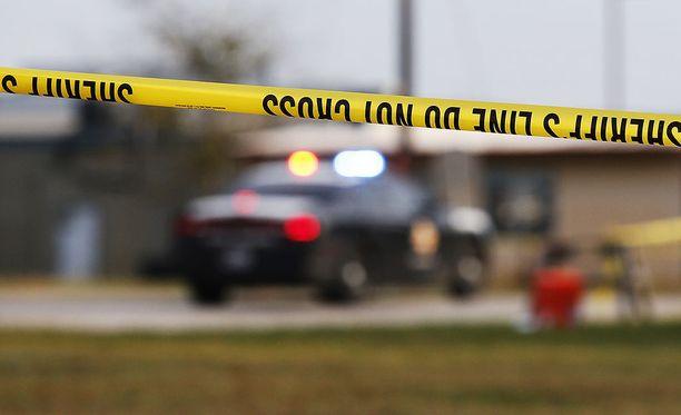 Texasin joukkoammuskelun tekijä sai ostettua aseita, koska Yhdysvaltain ilmavoimat ei ollut kirjannut hänen väkivaltatuomiotaan kansalliseen rikollistietokantaan.