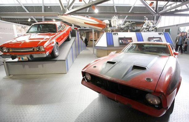 Bondin alkuperäinen elokuva-auto oli nähtävissä Bond in Motion -näyttelyssä vuonna 2012.