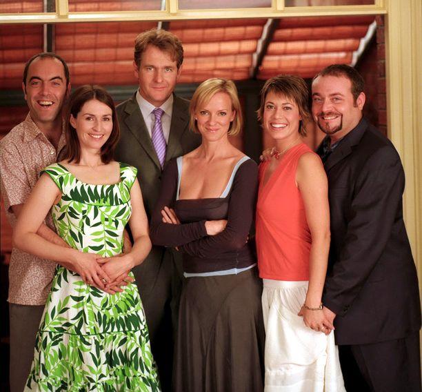 Tältä sarjan tähdet näyttivät vuonna 2003. Kuvasta puuttuu Jenny (Fay Ripley).