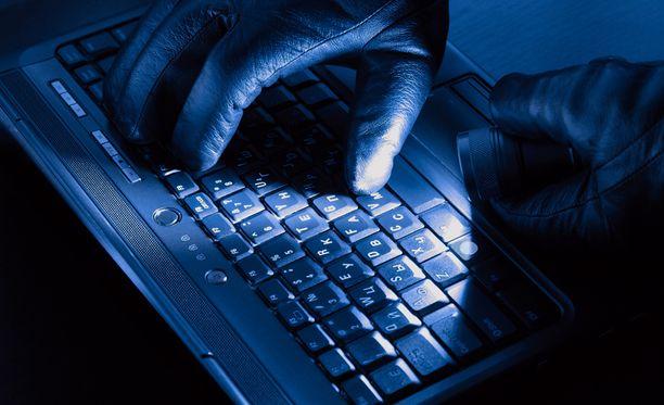 Kyberhyökkäykset ovat yksi hybridisodan muoto.