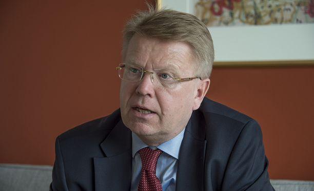 EK:n toimitusjohtaja Jyri Häkämies toivoo miesten ja naisten välistä tasa-arvoa parantavaa uudistusta.