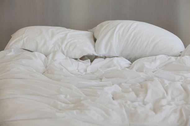 Tyyny vanhenee ja veltostuu ajan saatossa. Hyvä vaihtoväli on vuodesta kolmeen.