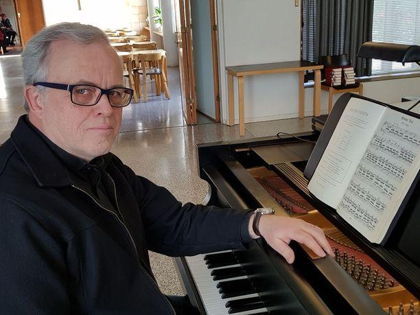 Heikki Rainio laulaa pääsiäisenä 2018 sadannen Johannes-passionsa.