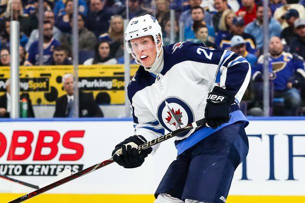 Patrik Laine avasi NHL-kauden tehoin 1+1. Toinen ottelu ei tuonut lisäpisteitä.
