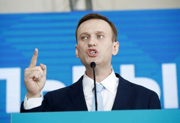 Aleksei Navalnyi haluaisi haastaa Putinin vaaleissa, mutta ei voi.