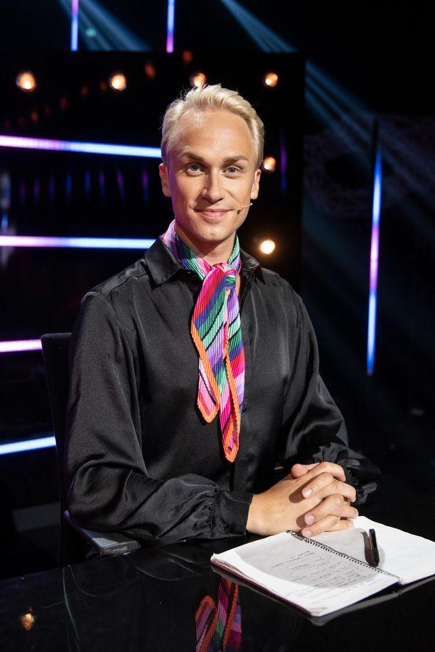 Christoffer Strandberg on nähty tänä syksynä Masked Singer Suomi -ohjelman vakiopanelistina.