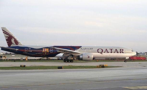 Qatar Airways -lentoyhtiön Boeing 777 -kone matkaa Qatarin Dohasta Uuden-Seelannin Aucklandiin. Matka kestää runsaat 16 tuntia.