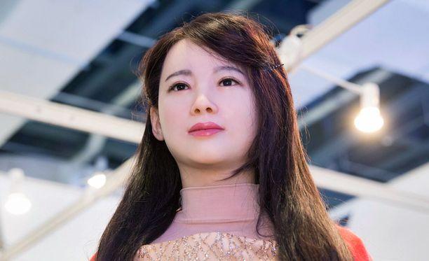 Humanoidirobotti Jiajia esittelyssä teknologiamessuilla Kiinassa.