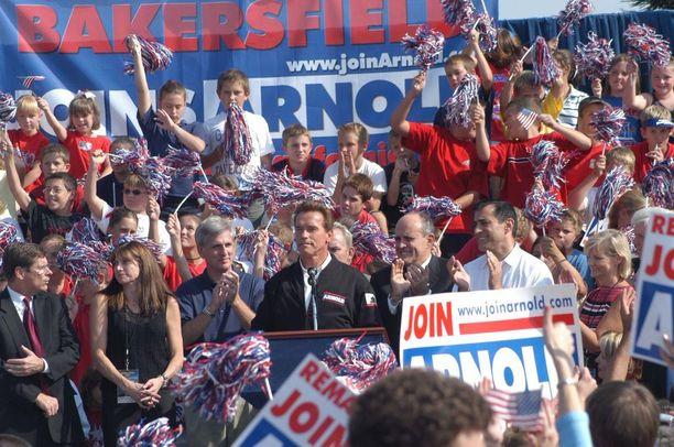 Arnoldista tuli Kalifornian kuvernööri vuonna 2003.