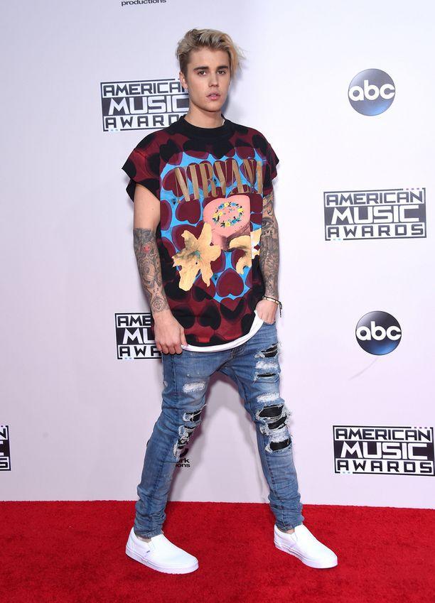 21-vuotias kanadalainen Justin Bieber sai 17 biisiään Billboardin listalle yhtä aikaa.