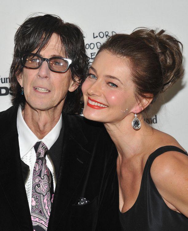 Paulina on ollut jo vuodesta 1989 naimisissa muusikko Ric Ocasekin, 67, kanssa. Pariskunta edusti helmikuussa hyväntekeväisyysgaalassa.