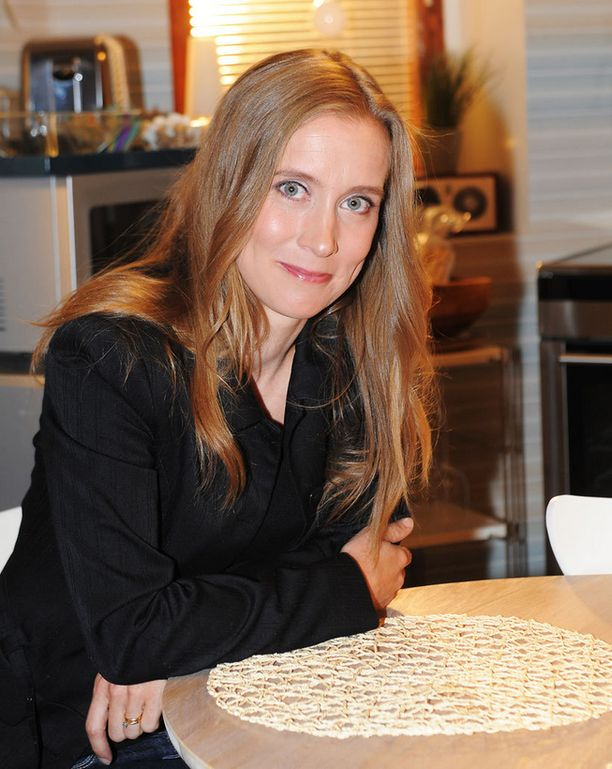 Nora Rinteen näyttelemä räväkkä Camilla Mustavaara lähti esimerkiksi omista häistään helikopterilla, koska sai tietää kihlattunsa pettäneen häntä.