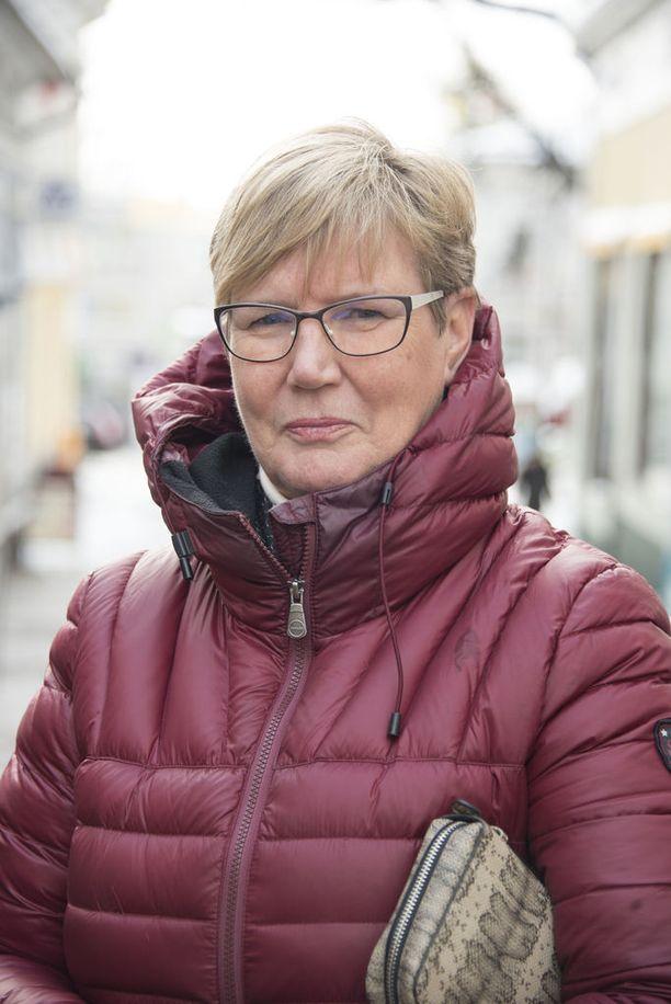 """""""On todella järkyttävää, että tällaista tapahtuu. Ei voi muuta kuin ottaa osaa suruun"""", toteaa Lea Adolfsson."""