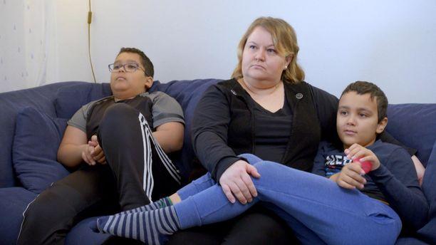 Supernanny Suomi -ohjelmassa autetaan Parkkisten perhettä, johon kuuluu Abel, 12, Marja-äiti ja Aron, 9.