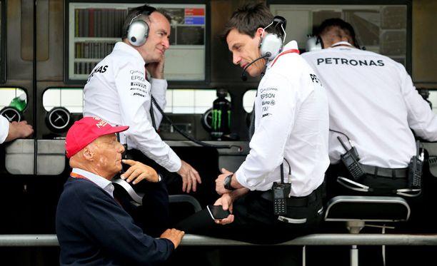 Niki Lauda ja Toto Wolff hakivat lisäjännitystä aika-ajoihin pienellä vedonlyönnillä.
