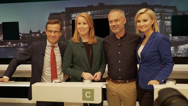Näin iloisesti oikeistoblokin puoluejohtajat poseerasivat yhteiskuvassa vielä vaalien alla syyskuussa. Vasemmalta Kristersson, Lööf, Björklund ja Busch Thor.