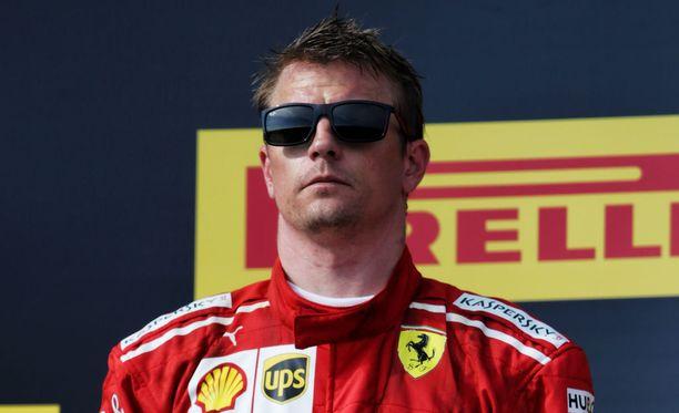 Kimi Räikkönen ei lämmennyt Max Verstappenin huumorille.