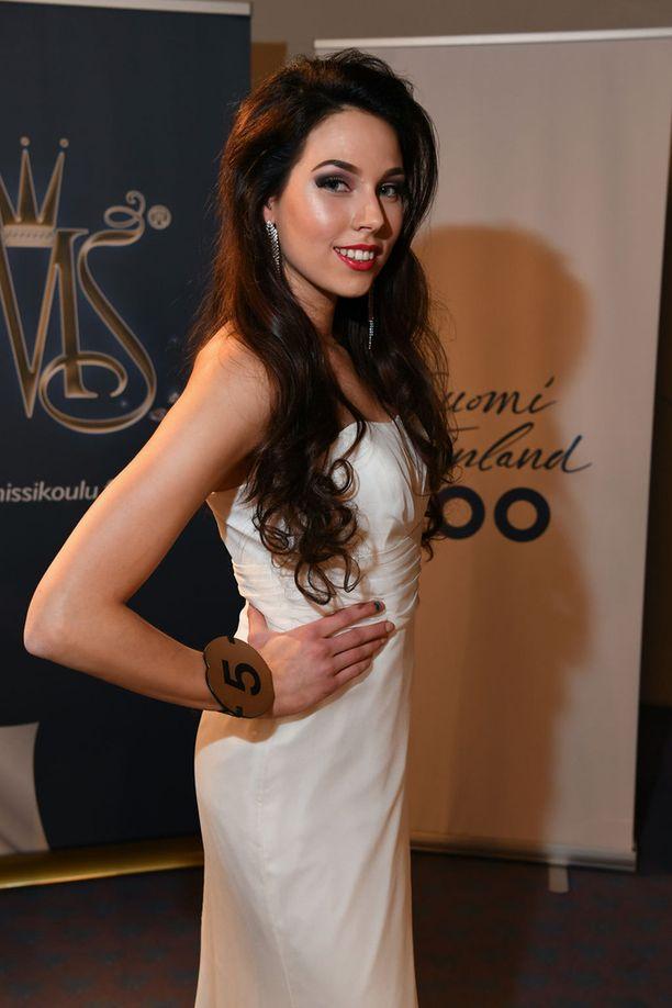Jasmine Järvinen kilpailee Miss Suomi 2017 -kilpailussa numerolla neljä.