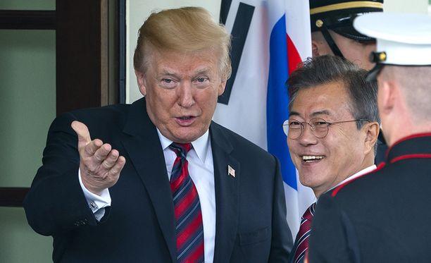 Donald Trump tapasi tiistaina eteläkorealaisen kollegansa Moon Jae-Inin.
