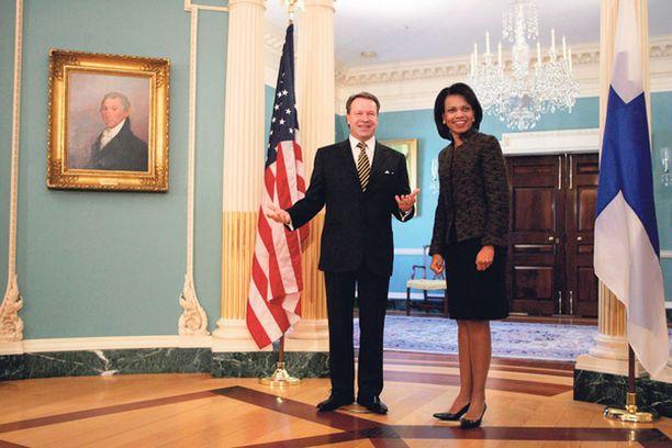 Karnerva on tavannut matkoillaan muun muassa yhdysvaltain ulkoministeri Condoleezza Ricen.