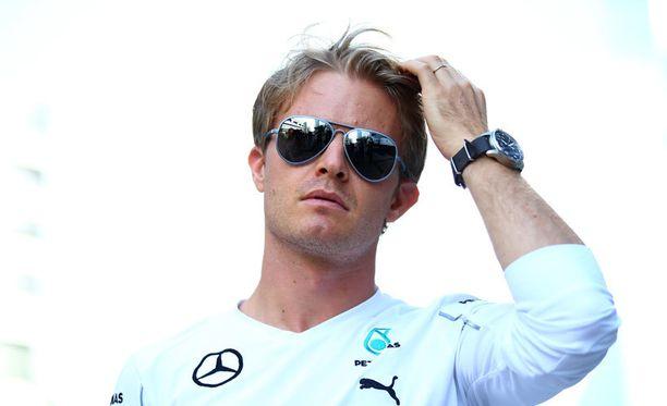 Nico Rosberg on tallitoveriaan 17 pistettä perässä.