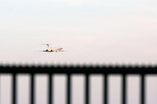 Tassin mukaan sotilasliitto Naton kone on yrittänyt lähestyä Venäjän puolustusministerin lentokonetta. Kuvituskuva puolustusministeri Sergei Shoigun koneesta.