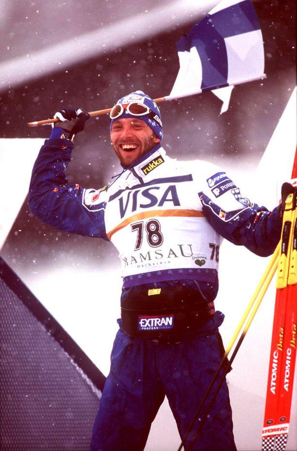 IDOLI Myllylä oli monen nuoren hiihtäjän suurin idoli.