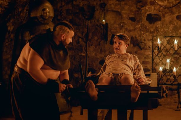 Joonas Nordmanin esittämä Untamo joutuu Peruna-elokuvassa melkoiseen kiipeliin.