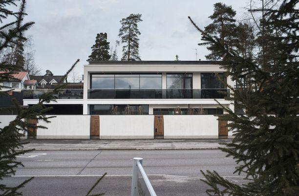 Peter Aholan talon urakasta sovittiin elokuun lopulla vuonna 2009. Riita jatkuu edelleen.