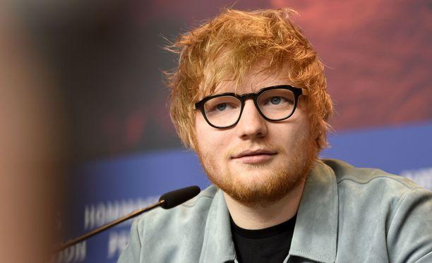 Laulaja Ed Sheeran on nykyisin miljonääri, mutta nuorena soittanut itsekin kodittomana kaduilla.