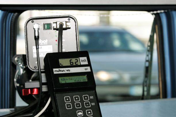 Mikkeliläinen Volvo-mies kertoi ihmetelleensä paikkaa, missä poliisin kamera-auto sijaitsi. Kuvituskuva, joka on toisesta valvontatilanteesta.