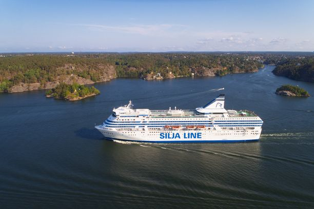 Silja Serenade kulkee nykyisin Helsingin ja Riian väliä.