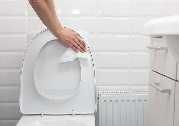 Pikasiivousliinalla myös istuinrenkaan alapuoli on helppoa ja hygieenistä pyyhkiä.