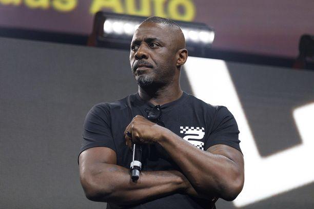 Idris Elba kiistää naiskäsikirjoittajien esittämät väitteet.