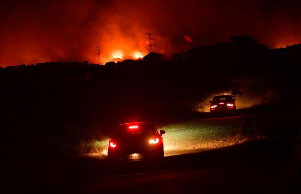 Pensas- ja metsäpalot ovat yleisiä Espanjassa kesäkuumalla. Pari viikkoa sitten metsää paloi Pamplonassa (kuva). Nyt tilanne on paha Costa Blancalla.