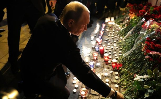 Vladimir Putin kävi laskemassa kukkia metroiskun uhrien muistolle huhtikuun 3. päivä. Tämän jälkeen hallinto ilmeisesti pyrki järjestämään terrorisminvastaisia mielenosoituksia ja viemään huomiota hallituksen vastaisilta protesteilta.