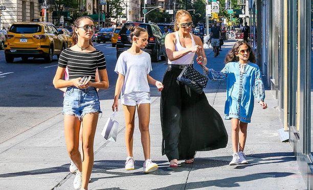 Lopez vei lapsensa shoppailemaan New Yorkiin.