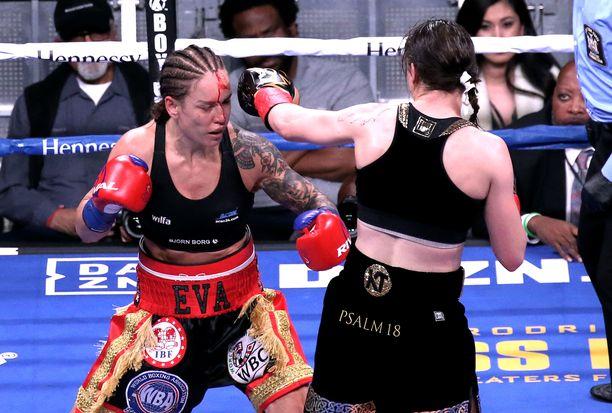 Eva Wahlström hävisi Katie Taylorille selvästi pisteillä.
