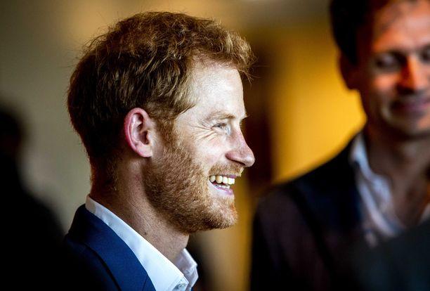 Prinssi Harrylla on hymy herkässä ja hän saa myös muut nauramaan.