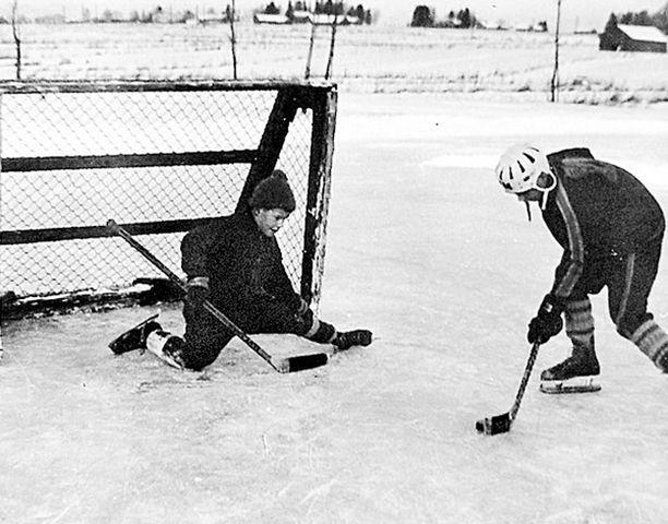 – Pikkuveljeni Martin kanssa pelasimme jääkiekkoa Hank-kion kentällä Kaukajärvellä.