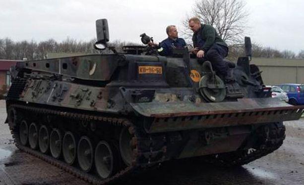 Kesksuomalainen uutisoi maavoimiein uusista tutkahankinnoista. Kuvituskuvassa Leopard 1 -evakuointipanssarivaunu.