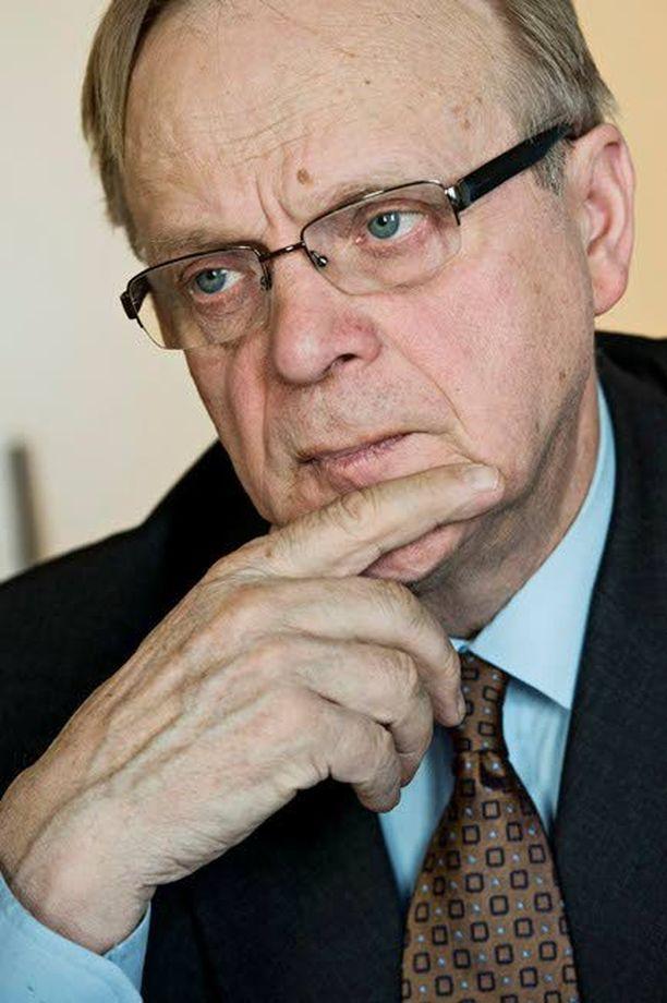 Työministeri Lauri Ihalainen on myöntänyt, että työmarkkinoiden sääntöjä on tarkistettava. Etenkin Finnairissa pelattiin liian suurin panoksin.