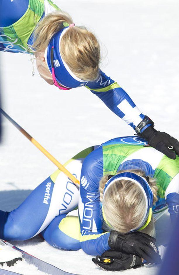 Riitta-Liisa Roponen lohdutti pettynyttä Riikka Sarasojaa.