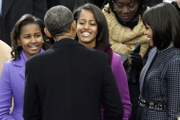 Presidentti Barack Obama sai perheeltään lämpimät onnittelut virkavalansa vannomisen jälkeen.