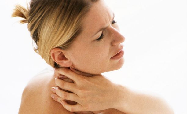 Niskan kramppia voi yrittää poistaa yksinkertaisin kotikonstein.
