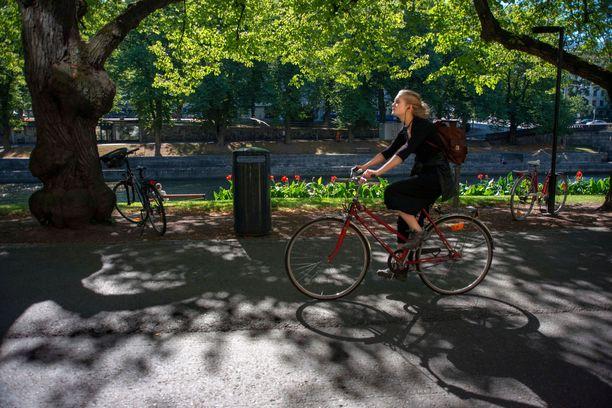 Turku kokeilee maksullisia pyöräparkkeja.