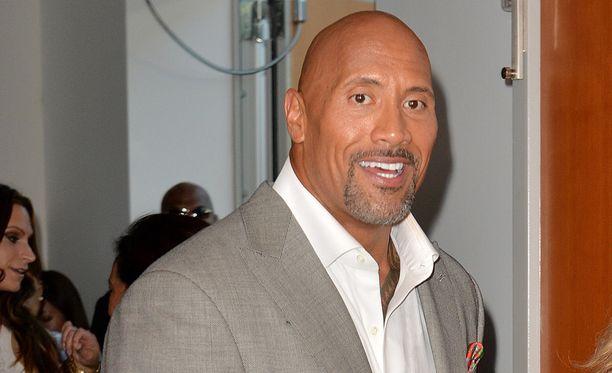 """Dwayne """"The Rock"""" Johnson saa autoelokuvan tuotantoryhmän tuen, kertoo TMZ."""